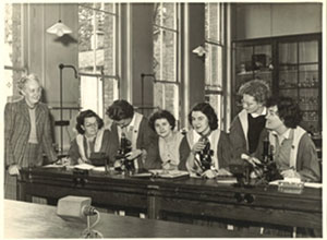 Science class at Digby Stuart College, 1954